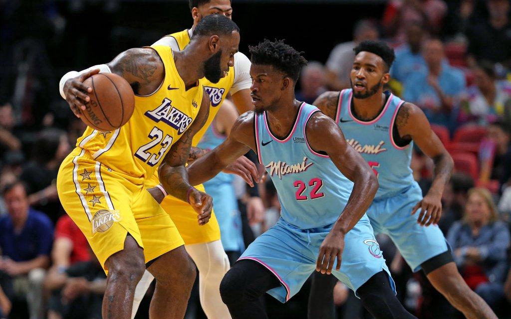Der NBA-Finals Leckerbissen: Das Superstar-Duell James (l.) gegen Butler (2.v.r.)