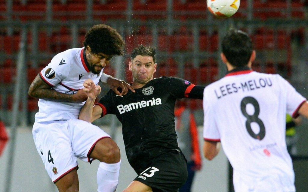 Wie läuft es Alario (m.) und Co. bei Slavia?