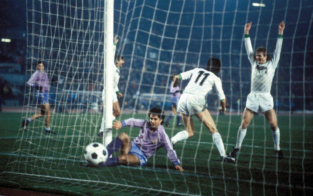 Torjubel Gladbach, mit Kai-Erik Herlovsen (re.) und Lienen (Gladbach); Europacup, Europapokal, Borussia Mönchengladbach - Real Madrid 5:1,