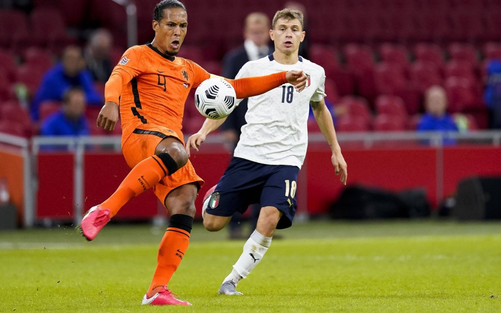 AMSTERDAM, 07-09-2020, football, Netherlands - Italy, Nations League, Stadium de Arena, Netherlands player Virgil van Dijk L, Italy player Nicolo Barella