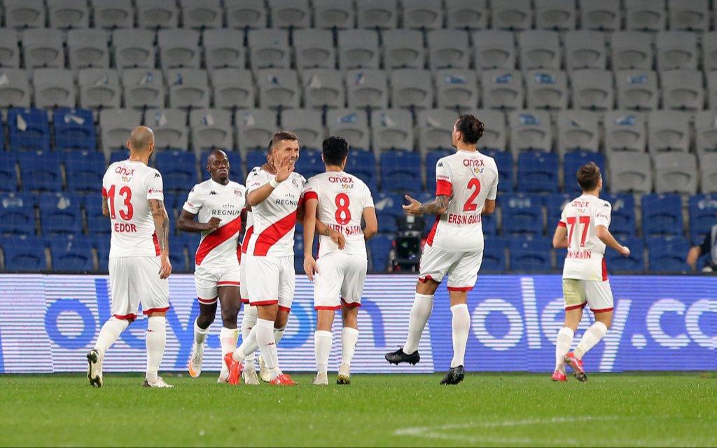 Antalyaspor - Fenerbahce: Lukas Podolski ist weiter treffsicher