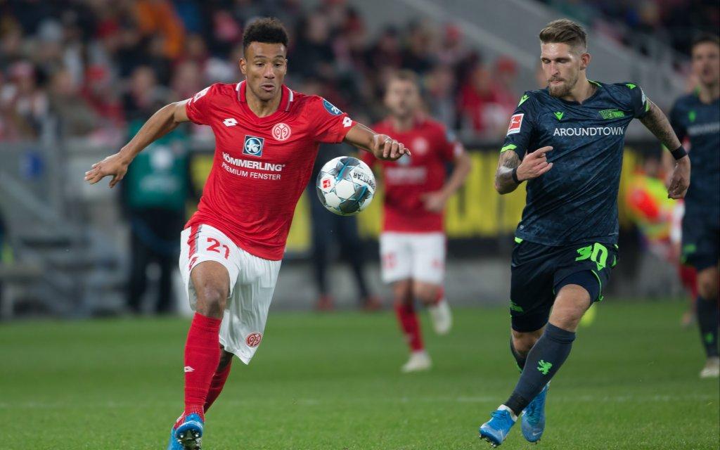 1. FSV Mainz 05 - 1.FC Union Berlin, 1. FBL Karim Onisiwo Mainz, 21 im Laufduell mit Robert Andrich Union Berlin