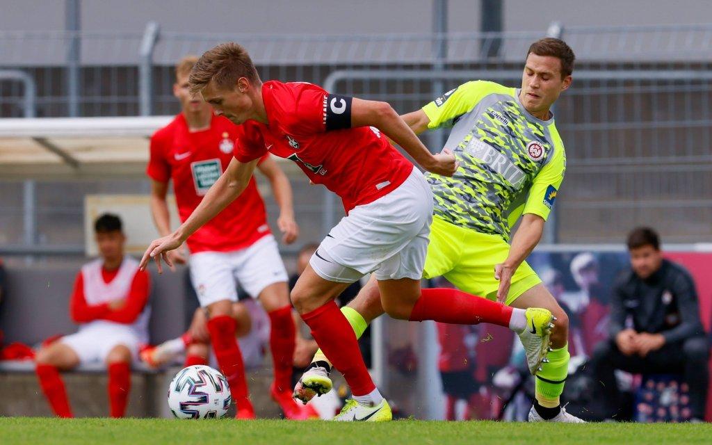 01.09.2020, Fussball - Testspiel - SV Wehen Wiesbaden vs 1.FC Kaiserslautern , Bild: Carlo Sickinger FCK, Gianluca Korte SV Wehen Wiesbaden
