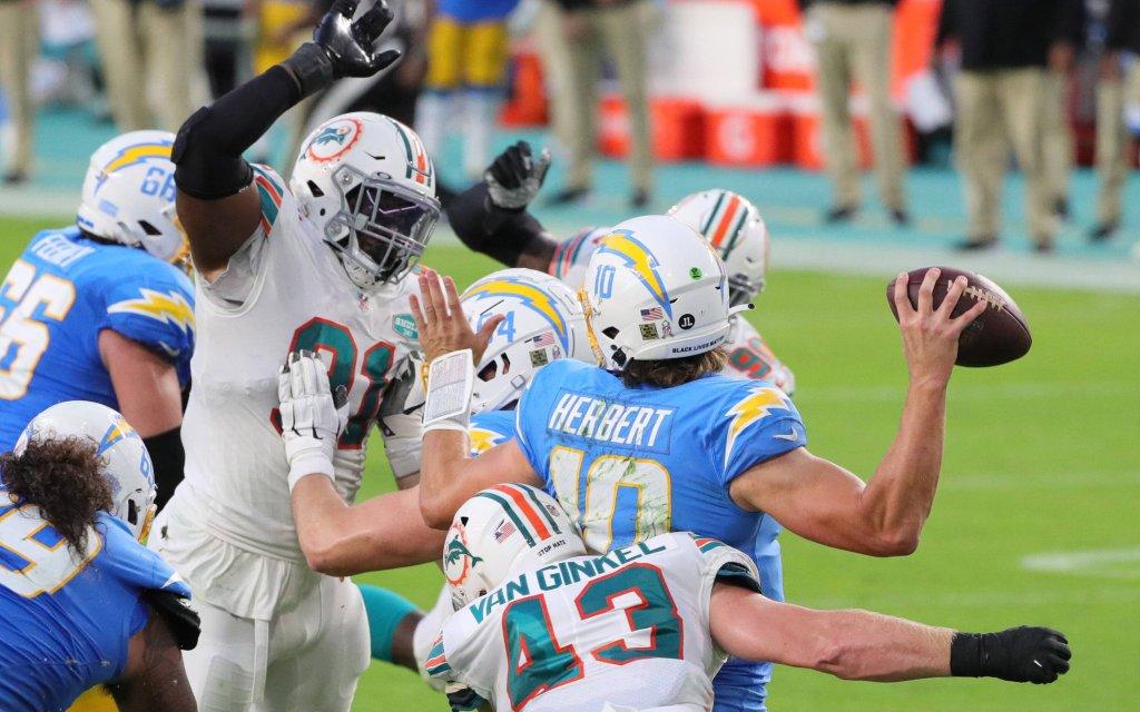 Der Blitz der Dolphins in Aktion im Spiel gegen die Chargers