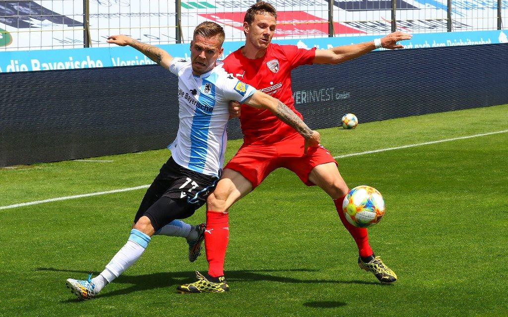 Muenchen, Deutschland 04. Juli 2020: 3.Liga - 19/20 - TSV 1860 Muenchen vs. FC Ingolstadt 04 v. li. im Zweikampf Daniel Wein TSV 1860 Muenchen und Marcel Gaus FC Ingolstadt 04