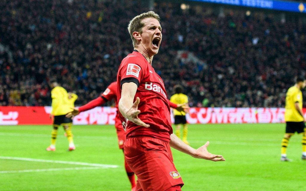 Bayer 04 Leverkusen vs Borussia Dortmund, Fussball Bundesliga, 08.02.2020 Leverkusens Lars Bender beim Torjubel nach dem Treffer zum 4:3 beim Bundesligaspiel zwischen Bayer 04 Leverkusen und Borussia Dortmund am 08.02.2020