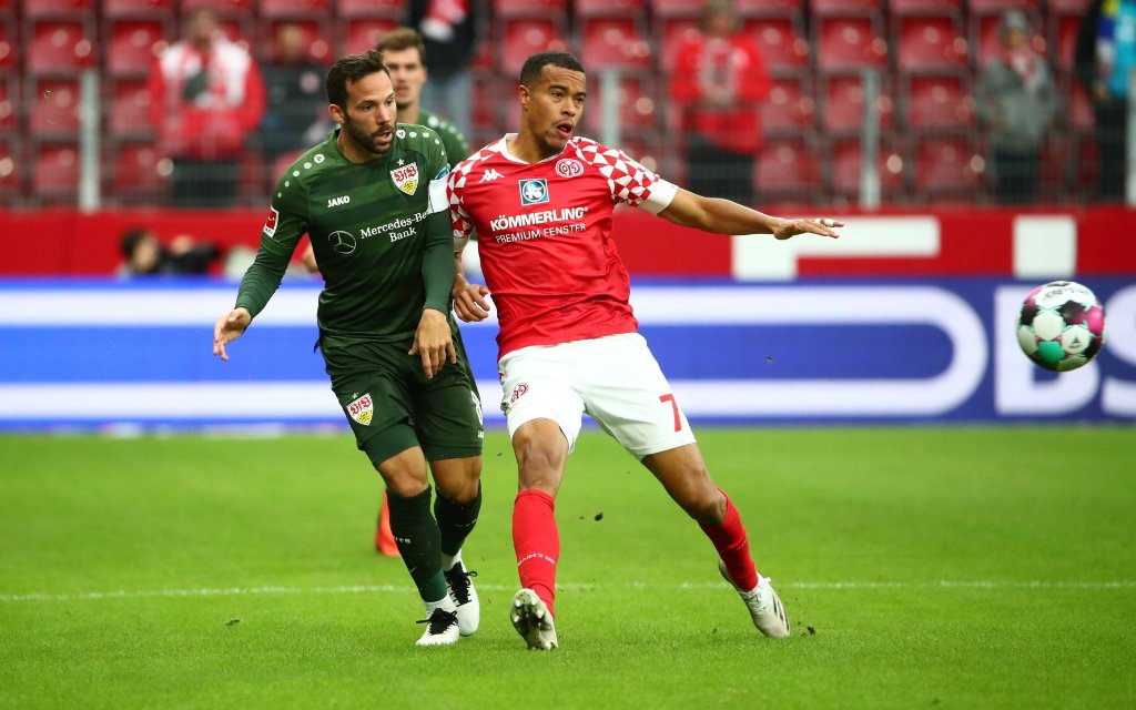 Robin Quaison Mainz im Zweikampf mit Gonzalo Castro Stuttgart FSV Mainz 05 vs VfB Stuttgart, Fussball,
