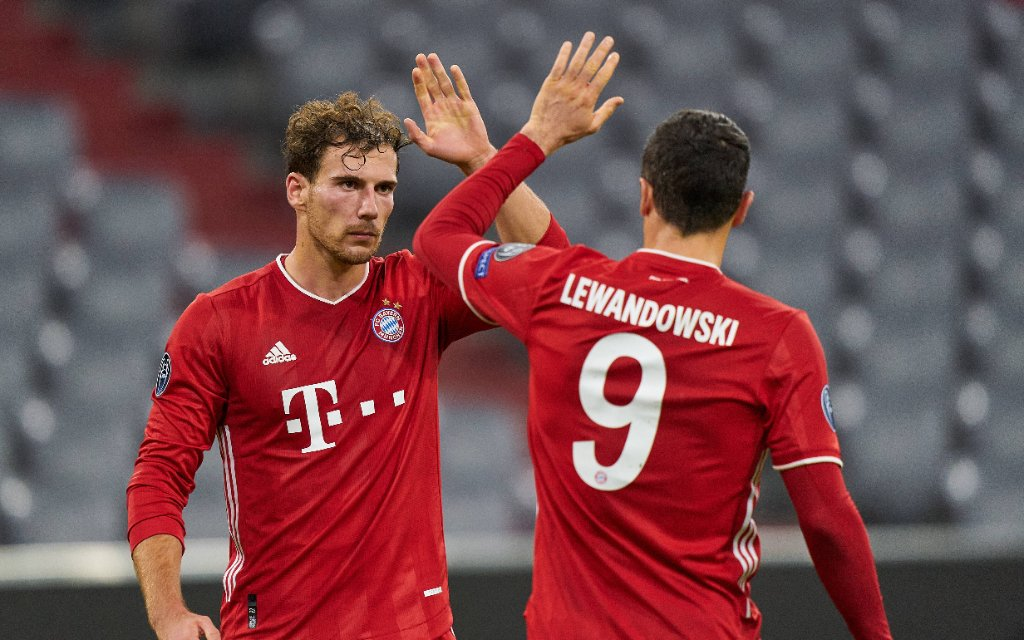 Football UEFA Champions League FC BAYERN MUENCHEN - ATLETICO MADRID 4-0 Leon GORETZKA, FCB 18 celebrates his goal, happy, laugh, celebration, 2-0 with Robert LEWANDOWSKI, FCB 9 in the match FC BAYERN MUENCHEN - ATLETICO MADRID 4-0 of football UEFA Champions League in season 2020/2021 in Munich