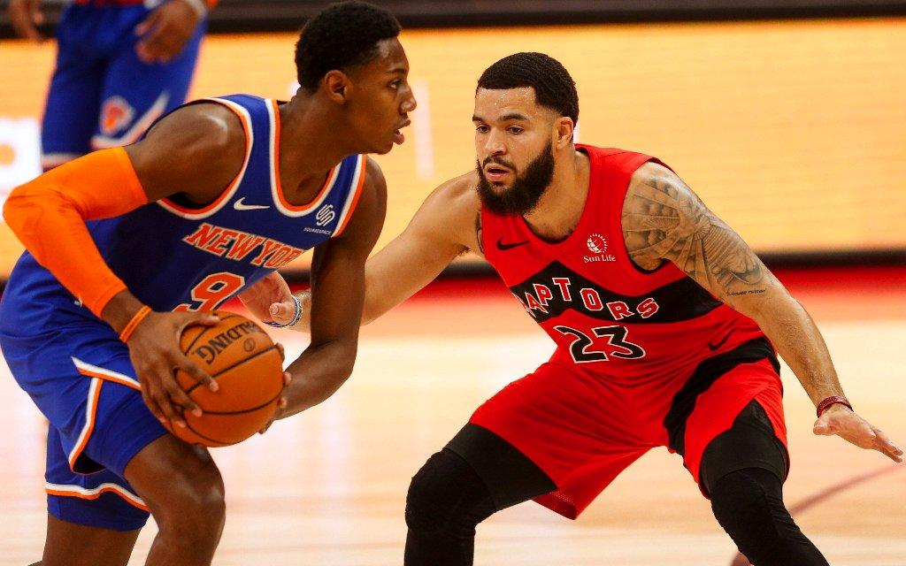 Der Hoffnungsträger der Knicks, RJ Barrett (l.) im Spiel gegen die Raptors