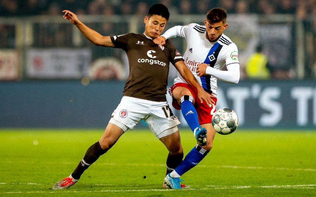 Hamburg, 16. September 2019 - Fußball, 2. Bundesliga 2019/20, FC St. Pauli - Hamburger SV: Ryo Miyaichi FC St. Pauli, 12, Tim Leibold Hamburger SV