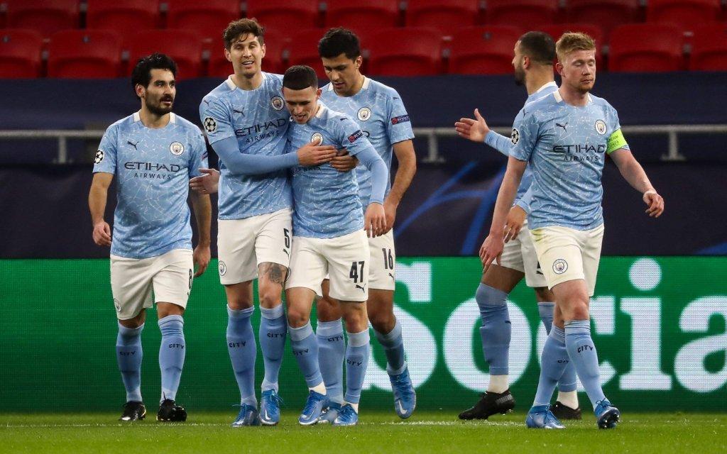 Manchester City feiert den Treffer zum 2:0 im Achtelfinale der Champions League gegen Borussia Mönchengladbach.