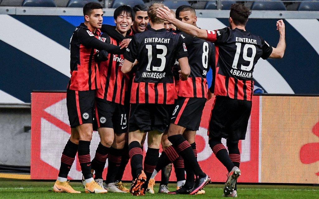 05.12.2020, xjhx, Fussball 1.Bundesliga, Eintracht Frankfurt - Borussia Dortmund emspor, v.l. celebrate the goal, Torjubel zum 1:0 fuer Frankfurt Torschuetze Daichi Kamada Eintracht Frankfurt