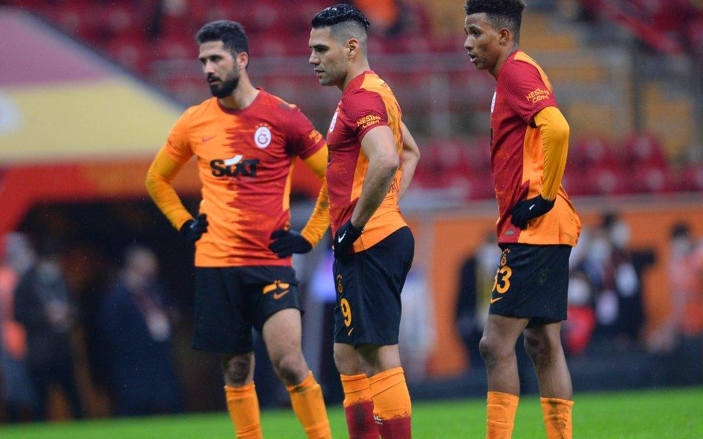 Alles Süper bei Emre Akbaba, Radamel Falcao, Gedson Fernandes (v.l.)
