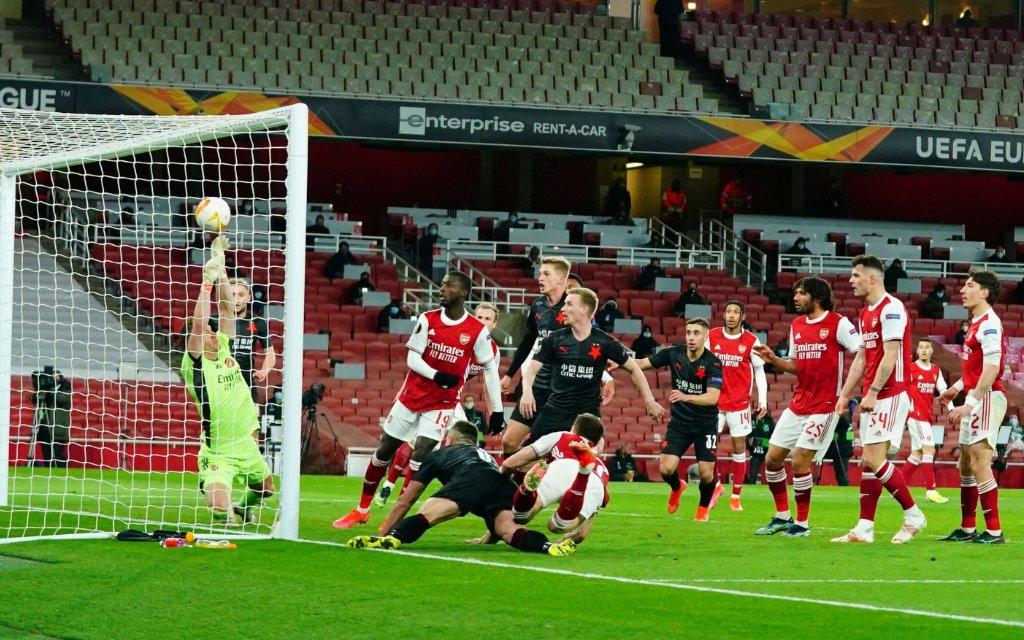 Slavia Prag im Hinspiel der Europa League beim FC Arsenal vor dem Tor zum 1:1.