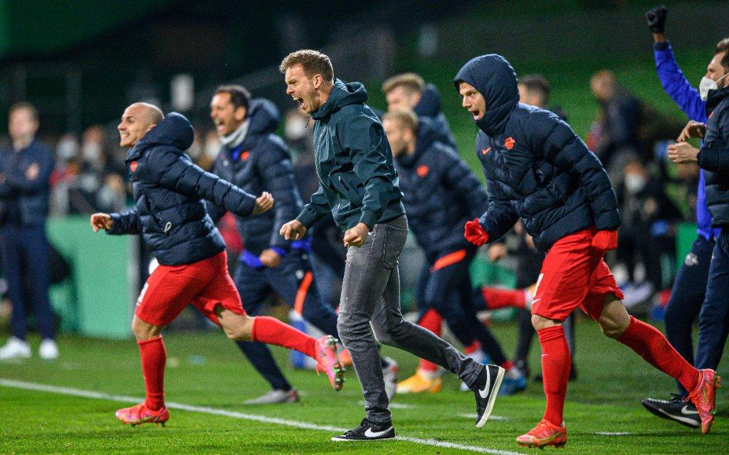 Leipzigs Trainer Julian Nagelsmann - Schlussjubel nach dem Sieg / SV Werder Bremen - RB Leipzig 1:2 n.V. / 30. April 2021: Bremen, Weserstadion / Fussball DFB-Pokal, Halbfinale.