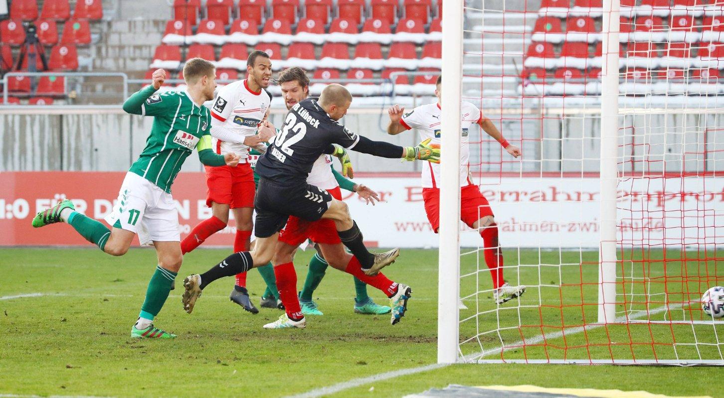 Zwickau, 10.01.2021, GGZ-Arena, Fussball, 3.Liga, 18. Spieltag , FSV Zwickau vs. VfB Lübeck 2:1 0:1 , Tor für Zwickau zum 1:1 Ausgleich. Im Bild: Torschütze Ronny König