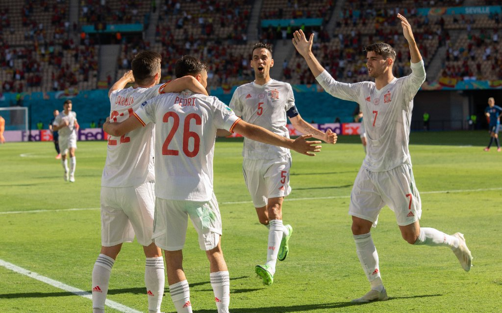 210624 -- SEVILLE, June 24, 2021 -- Spain s players celebrate a goal during the Group E match between Slovakia and Spain at the UEFA EURO, EM, Europameisterschaft,Fussball 2020 in Seville, Spain, June 23, 2021