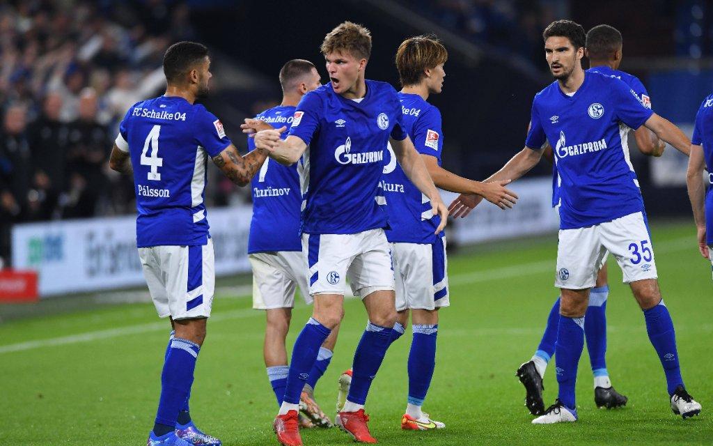 Fußball 2. Bundesliga 5. Spieltag FC Schalke 04 - Fortuna Düsseldorf am 28.08.2021 in der Veltins Arena in Gelsenkirchen Torjubel / Jubel zum 1:1 durch Marius Bülter Schalke