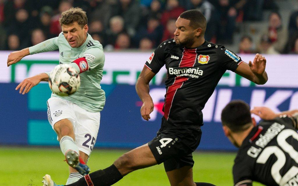 Leverkusen, Germany 02.02.2019, 1. Bundesiga, 20. Spieltag, Bayer 04 Leverkusen - FC Bayern Muenchen, Thomas Mueller (FCB) und Jonathan Tah (B04) im zweikampf,