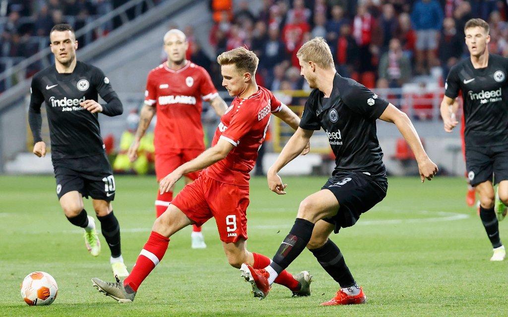 Eintracht Frankfurt im Europapokal gegen Olympiakos Piräus