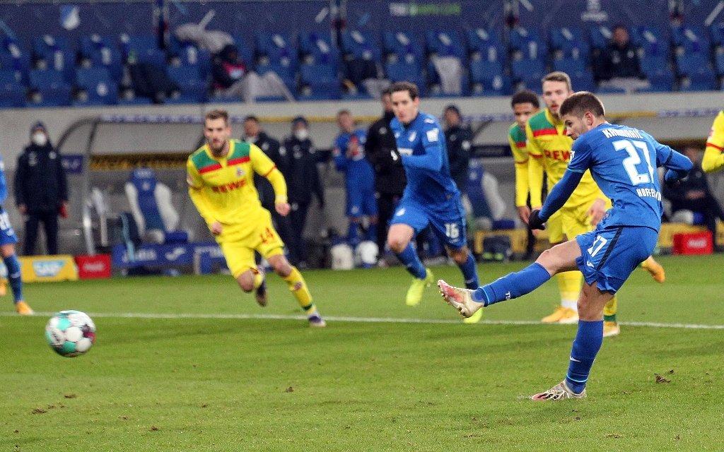 Kramaric erzielt per Strafstoss das Tor zum 3:0 für Hoffenheim . Fussball: LIGA: Saison 20/21: TSG 1899 Hoffenheim-1. FC Köln, 24.01.2021