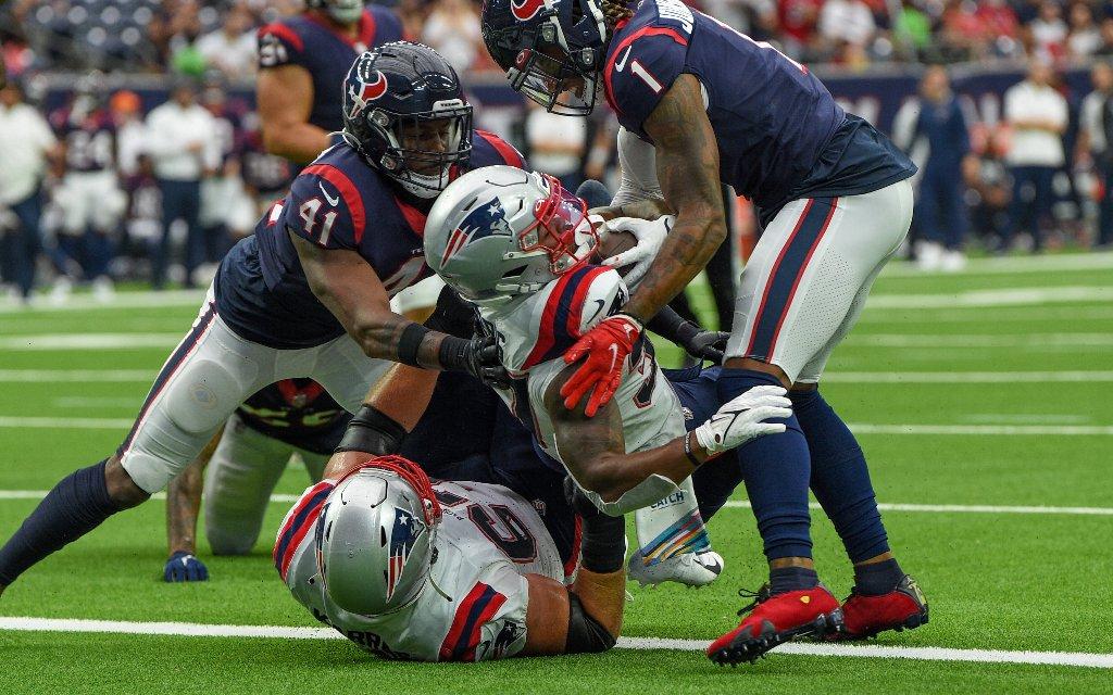 Können die New England Patriots um Running-Back Damien Harris (2.v.r.) den ersten Heimsieg feiern?